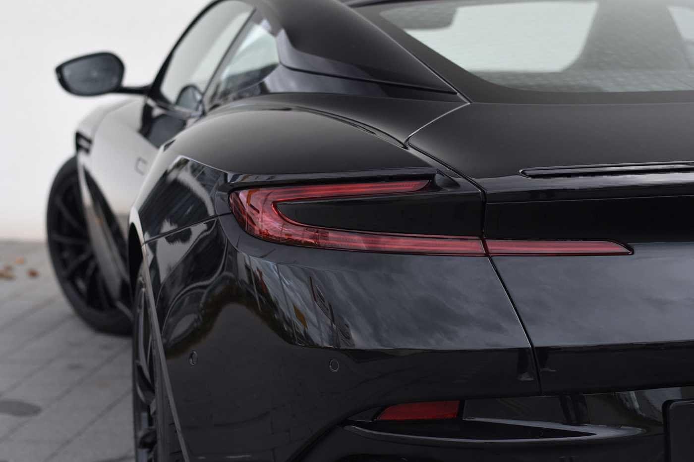 X Aston Martin Db11 V8 Coupe