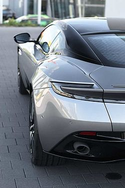 Aston Martin DB11 V8 Coupe / UPE 216.736,-
